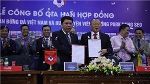 Gia hạn hợp đồng với VFF thầy Park nói lời cảm ơn bầu Đức