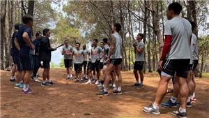 HLV Kiatisuk đưa cầu thủ HAGL lên núi rèn luyện