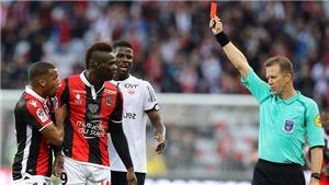 Ngày của Balotelli: Ghi bàn, bị đuổi oan và 'đấm' giận dữ vào mái đường hầm