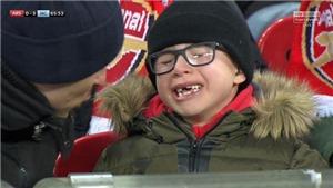 Gary Neville ám ảnh với việc CĐV nhí Arsenal mếu máo khóc sau trận thua Man City