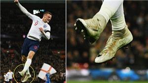 Tại sao Jamie Vardy đi đôi giày mang tên Ronaldo trong trận đấu với Italy?