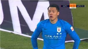 HÀI HƯỚC: Cầu thủ Trung Quốc liên tục bỏ lỡ cơ hội trước khung thành trống