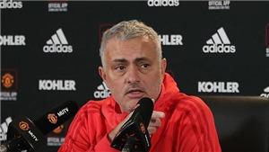 Mourinho chỉ nói đúng một từ khi được hỏi về khoảng cách với Liverpool