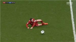 Robertson gây sốt khi tái hiện pha trượt chân năm 2014 của Gerrard