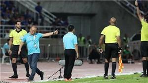 Vì sao thầy Park bị thẻ vàng trong trận đấu giữa Việt Nam và Thái Lan?