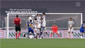 Ronaldo bị cấm đứng hàng rào vì 'thái độ không thể tha thứ'