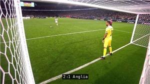 Harry Maguire gây sốt với cú sút 11m sấm sét làm hỏng camera