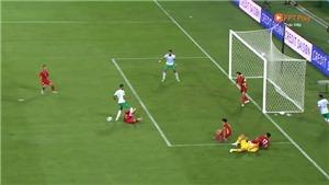 Trọng tài quá nặng tay khi phạt penalty Việt Nam và đuổi Duy Mạnh?