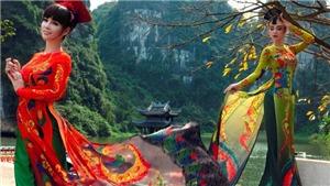 Mai Thu Huyền mặc áo dài dát vàng, khoe 'vẻ đẹp không tuổi'