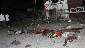 Đánh bom liều chết ở thủ đô Somalia, các tay súng giữ 20 con tin