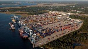 Mỹ sơ tán bến cảng nghi có 'bom bẩn'
