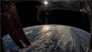 Tháng 11/2017, trái đất sẽ chìm vào bóng tối trong hai tuần, mặt trời chuyển màu xanh?