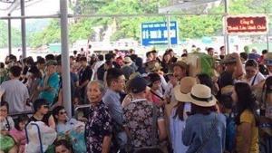 Quảng Ninh 'giải cứu' 5.600 du khách tại Cô Tô