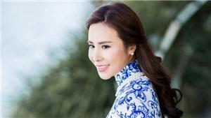 Người đẹp Hoàng Dung khoe dáng chuẩn trong tà áo dài Việt ở Australia