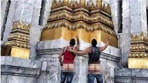 Du khách Mỹ bị bắt vì khoe mông phản cảm trước ngôi đền thiêng