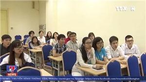 Tranh cãi xung quanh việc bỏ miễn học phí cho sinh viên sư phạm