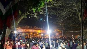 VIDEO: Người dân vượt tường vào xem Lễ khai ấn đền Trần 2018