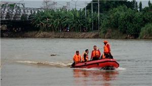 Lật tàu chở học sinh tại Indonesia
