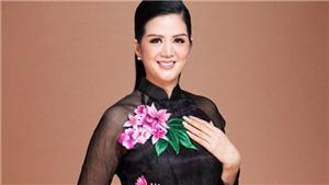 Đinh Hiền Anh hát 'Đêm ả đào' trong show thời trang của Hoàng Hải ở Cannes