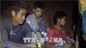 Oxy đang giảm mạnh, nước đang dâng lên, HLV đội bóng thiếu niên Thái Lan xin lỗi các phụ huynh