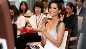Hoa hậu H'Hen Niê: Thức khuya, ăn mì tôm xem World Cup
