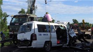 Vụ tai nạn giao thông 13 người chết ở Quảng Nam: Đưa 2 xe ra khỏi hiện trường, thông tuyến trên Quốc lộ 1A