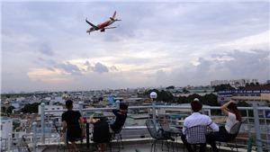 Chùm ảnh: Uống cà phê ngắm máy bay - thú vui độc đáo tại TP Hồ Chí Minh