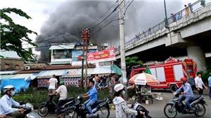 Thành phố Hồ Chí Minh: Cháy lớn tại khu nhà dưới chân cầu Bình Lợi