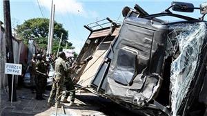 Lật xe quân sự ở Sierra Leone, hơn 80 người thương vong