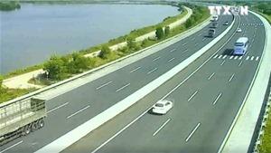 VIDEO ứng phó với sự cố trên cao tốc: Xe quay đầu, ngược chiều, tai nạn