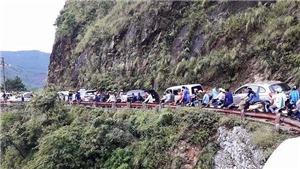 Ùn tắc giao thông trên tuyến đường lên Khu du lịch Mẫu Sơn