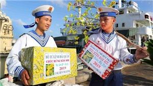 Xúc động hình ảnh chuyển quà Tết lên Nhà giàn DK, Vùng 2 Hải quân