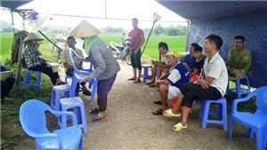 Hà Nội: Đối thoại để người dân không chặn xe rác vào bãi Nam Sơn