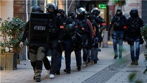 Cảnh sát Pháp nổ súng tiêu diệt kẻ tấn công bằng dao