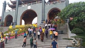 Nhìn lại 'văn hóa đi chùa' (kỳ 2): 'Bốc thuốc' cho du khách