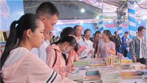 Xem nghe thấy đọc tuần này: Ngày sách Việt Nam và Xây chầu Đại Bội