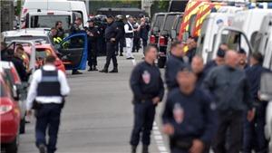 Vụ bắt con tin tại Pháp: Thủ phạm cố thủ sau khi thả 4 con tin