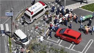 Xe ô tô lao vào người đi bộ làm nhiều trẻ em bị thương nặng