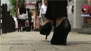 Phụ nữ Nhật Bản phản đối quy định đi giày cao gót