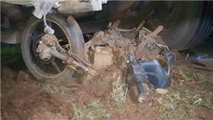 Xe container tông trực diện xe máy, một người chết, một người nguy kịch
