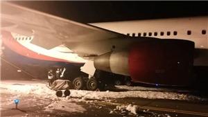 VIDEO: Máy bay từ Việt Nam hạ cánh khẩn ở Nga, hàng chục người phải trợ giúp y tế