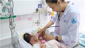 Phẫu thuật tách rời hai bé gái song sinh dính nhau