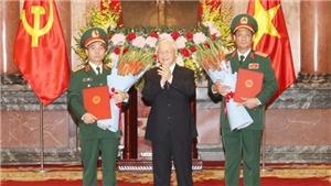 Tổng Bí thư, Chủ tịch nước Nguyễn Phú Trọng trao Quyết định thăng quân hàm Thượng tướng cho hai đồng chí: Trần Quang Phương và Đỗ Căn