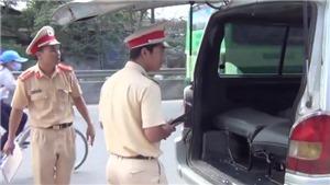 Tài xế ô tô làm rơi hai học sinh trên Quốc lộ 1A ở Đồng Nai dùng bằng lái giả