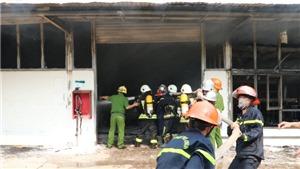 Cháy lớn tại xưởng gỗ bên cạnh kho gas tại Đà Nẵng