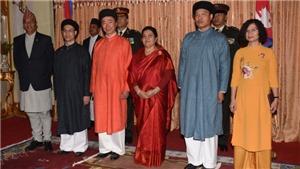 Đi tìm 'Quốc phục nam' truyền thống (kỳ 5): Áo dài nam trong ngoại giao