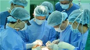 Các bác sĩ TP HCM xuyên đêm thực hiện thành công ca ghép gan từ người cho chết não
