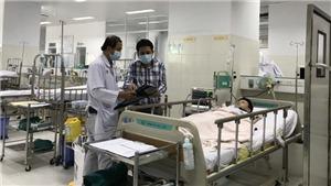 Vụ cây phượng bật gốc đè lên nhiều học sinh: Sức khỏe của các học sinh bị thương tiến triển tốt