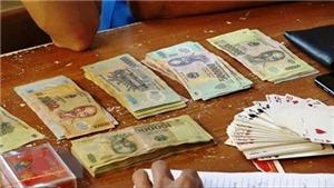 Tạm giữ một trưởng phòng Sở Nội vụ Thanh Hóa liên quan đến đánh bài ăn tiền
