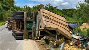 Liên tiếp xảy ra hai vụ lật xe container trên Quốc lộ 279 đoạn qua Điện Biên